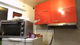 видео Интерьер и бюджетный ремонт маленькой кухни своими руками