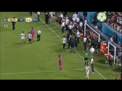 fans Real Madrid & Roma For Free Palestine serbu lapangan