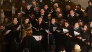 The Sound Poets un Pa saulei Durbē izpilda dziesmu Kalniem pāri