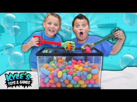 Crazy Claw Machine Game with Surprise Eggs & Toys!