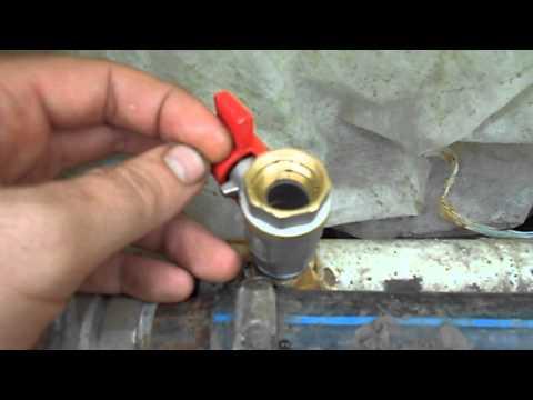 видео: отопление в теплице  часть 2 (выпускаем воздух)