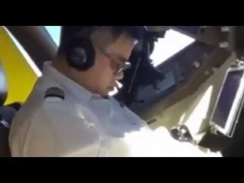 JoJo Wright - Pilot Filmed Sleeping in Cockpit Mid-Flight