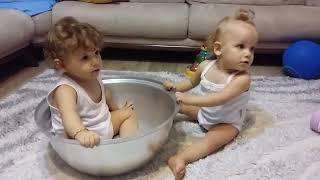 İkizlerin kavgasi Video
