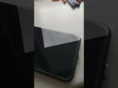 Лечение краев на защитном стекле для сенсорных телефонов.