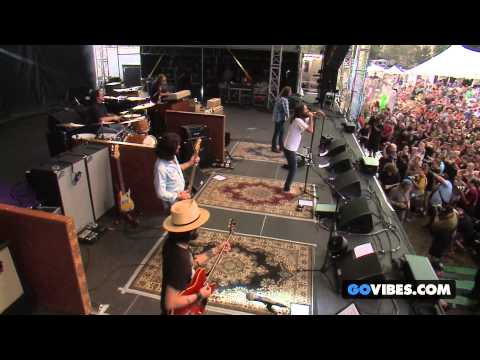 "The Black Crowes performs ""Sting Me"" at Gathering of the Vibes Music Festival 2013"