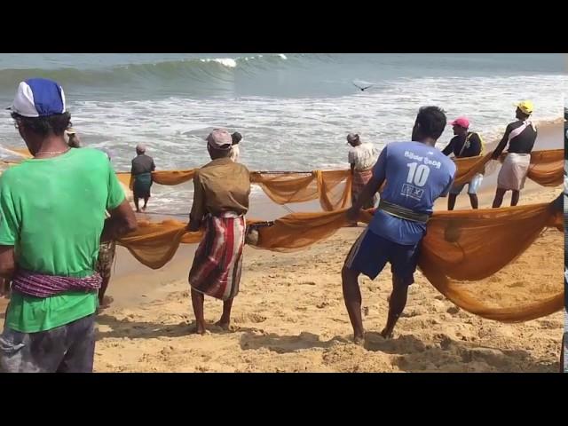 Traditioneel  vissen op het strand van Negombo