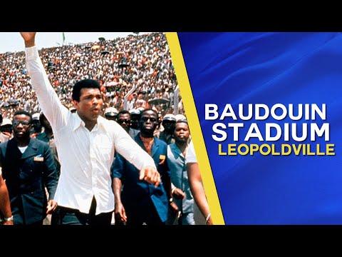 """Grooetjes van het """"Koning Baudewijn Stadium"""" in Leopoldstad, Belgisch Congo"""