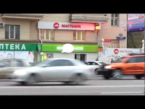 """Вывески банков МастБанк и ИнвестБанк около метро """"Курская"""" в Москве"""