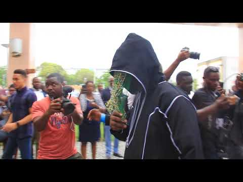 ANAS ARRIVES AT HIS OWN EXPOSE