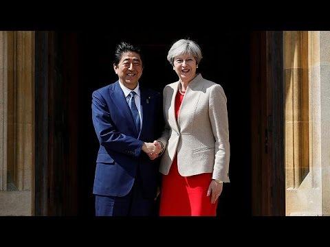 Londra, il premier giapponese Shinzo Abe vede la premier Theresa May