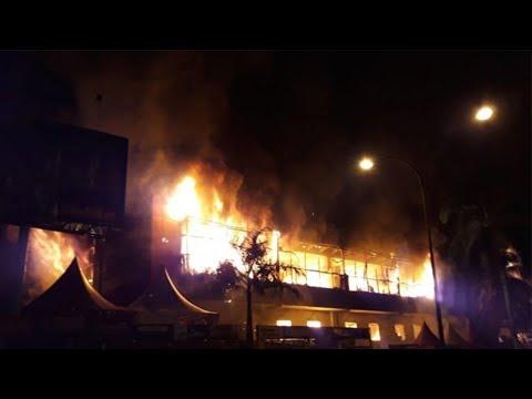 Sembilan Jam Api Berkobar, Tiga Lantai Supermarket Bangunan BJ Home Ludes Terbakar