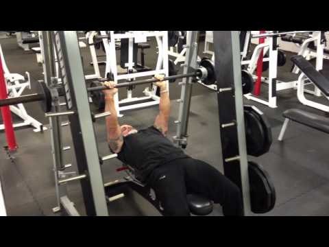 How to do a Tricep-Press on the Smith Machine