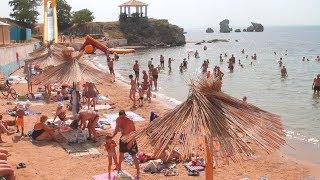 Керчане отдыхают на пляже Молодежный