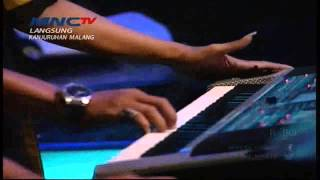 "Cover images Fitri Carlina "" ABG Tua "" - MNCTV Road Show Malang (2/5)"