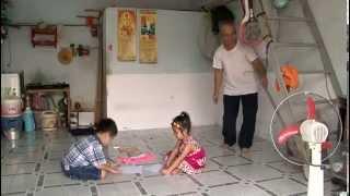 Crianças surdas aprendem a língua de sinais para se comunicar - Vietnã