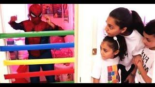 आश्चर्य खेल. मार्वल एवेंजर्स  सुपरहीरो | बच्चों के लिए  कहानियाँ Heidi & Zidane