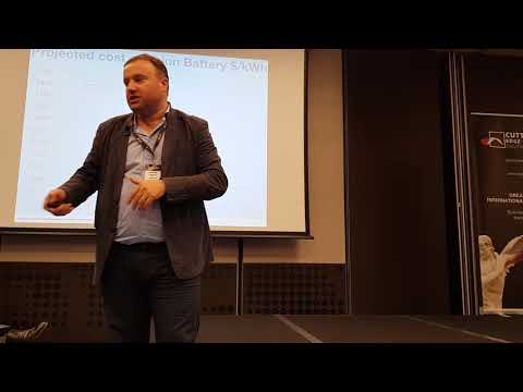 CEO of SunContract presenting project on Cutting Edge conference