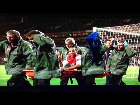 Theo Walcott taunting Tottenham fans - Arsenal vs Tottenham 04/01/14