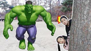 슈퍼히어로 헐크가 따라와요! 수지와 수지 엄마 숨바꼭질 놀이 Superhero Hulk Giant feet