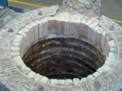 5ton induction furnace working lining installation spot using neutral ramming mass