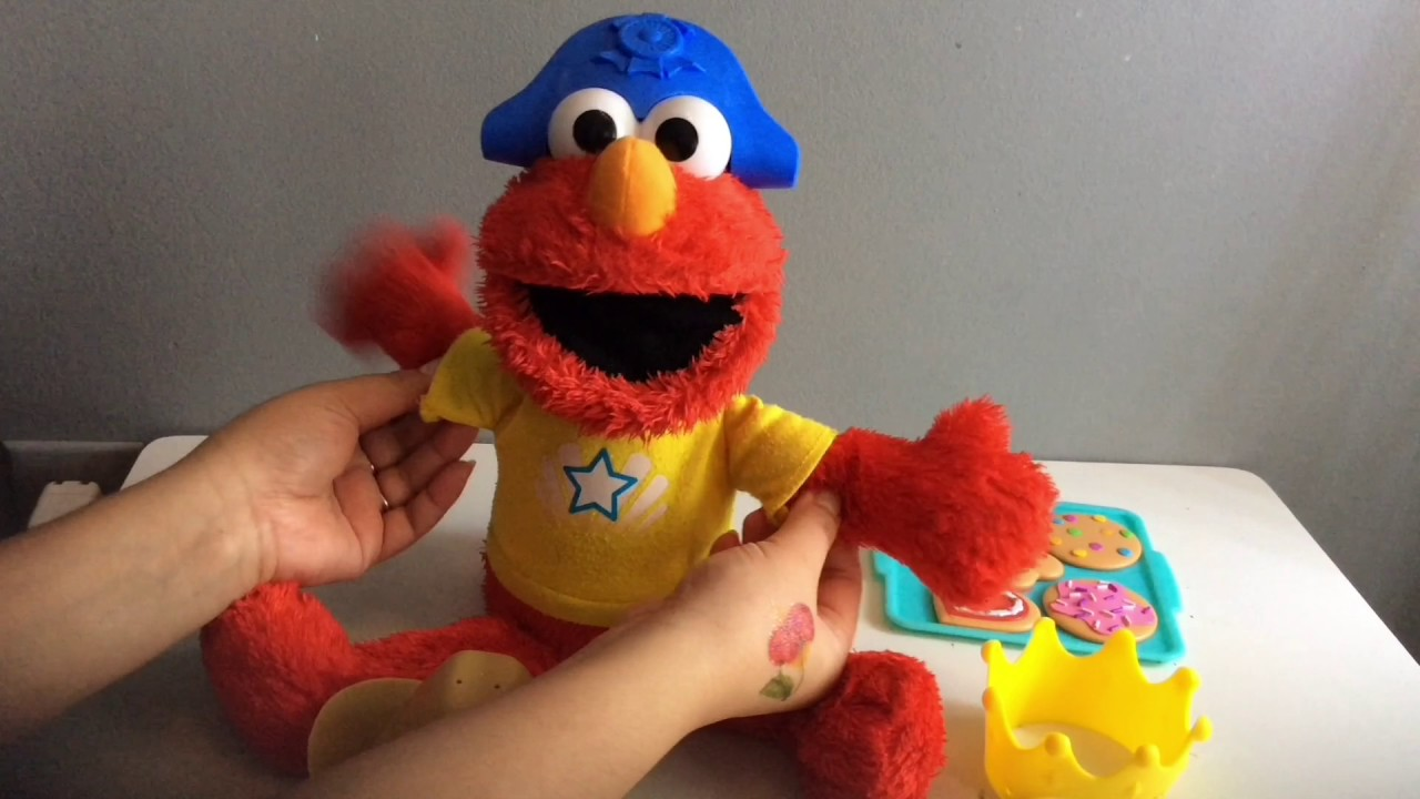 Talking Elmo Toy : Talking elmo with different hats toy youtube