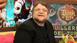 Guillermo del Toro se burló de él mismo cuando rompió el sofá de Despierta