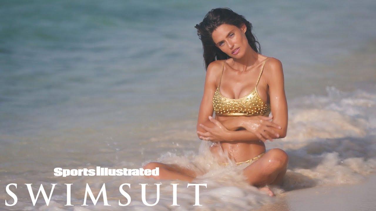 Bianca Balti ist eine goldene Göttin für Sports Illustrated Swimsuit Intimates