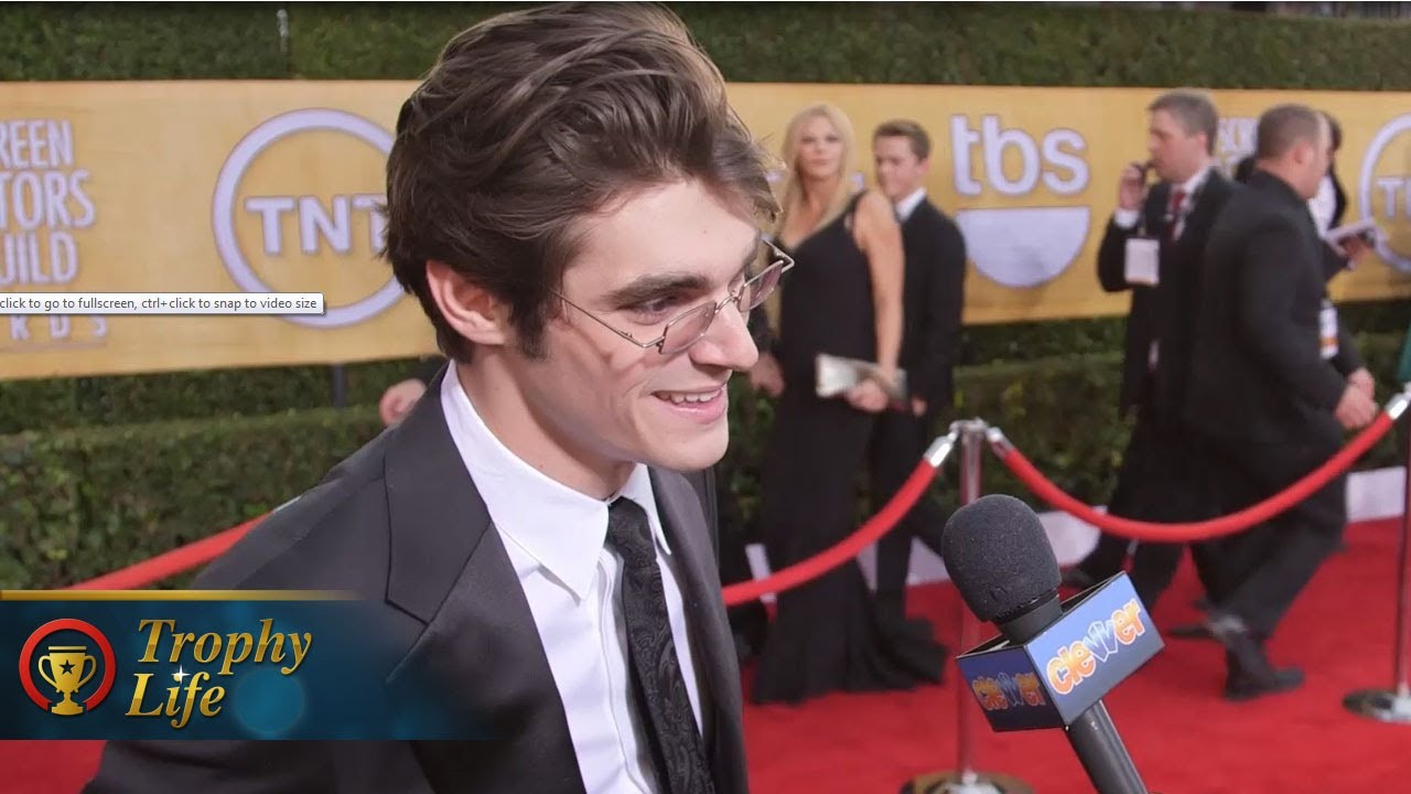 RJ Mitte Stole Walt Jr.'s Crutches Off Breaking Bad Set ...