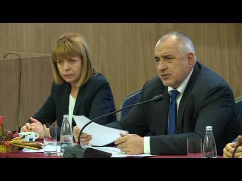 """Бойко Борисов: БСП са подли, брутални, безкомпромисни и конспиративни. Това е партията, която е убивала и взривявала. Защото не са се научили, защото действат по един и същ начин. Тази е истинската същност на БСП, да руши, ние правим жп линии и църкви – те са ги взривявали вчера, а сега се кръстят и целуват патриарха. Тяхната метаморфоза е чудовищна. Всички видяха докъде вчера стигна г-жа Лъжа, да ме извинява, че е дама, но не може да лъже така безогледно. Някои еврокомисари вече я опровергаха. Ще поискам от Европейската комисия становище по случая с еврофондовете, защото от БСП са крали, крали, крали и знаят, че фондовете винаги ги спират, когато са на управление. Те играят конспиративно, под пояса и целенасочено. Ние никога не нападаме първи, никога нямаше да разваля добрия тон. Две години всеки ден благодарих в парламента на партиите, че ги има, че са там, че работим и поддържаме стабилност. А те какво ми отвърнаха – """"лъжете, мамите"""", това чухме от тях. Крадецът вика """"Дръжте крадеца"""". Ще им отвърнем по същия начин, само че с факти. Оттук нататък вече на всяка тяхна лъжа ГЕРБ ще излизат с пресконференция."""