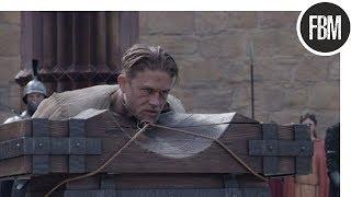 Отряд ополчения спасает Артура от публичной казни / Меч короля Артура