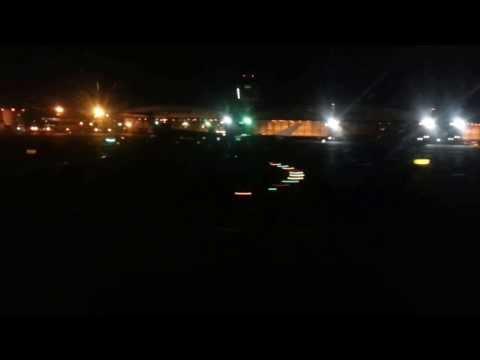 jetBlue A320 Landing at New York La Guardia (LGA)
