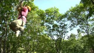 2009年夏、斑尾高原に新登場のジップライン(zipline)。 子供から年配...