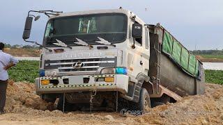 ឡានដឹកដី២៤តោនជាប់ផុង និងទាញចេញ - Hyundai Dump Truck Fails Stuck & Recovery By Excavator, Bulldozer