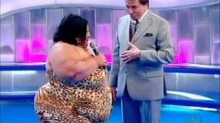 Repeat youtube video Mulher Fruta-pão Programa Silvio Santos 13/11