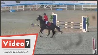 حصان يحرج فارسته الروسية ببطولة العالم ويرفض إكمال السباق