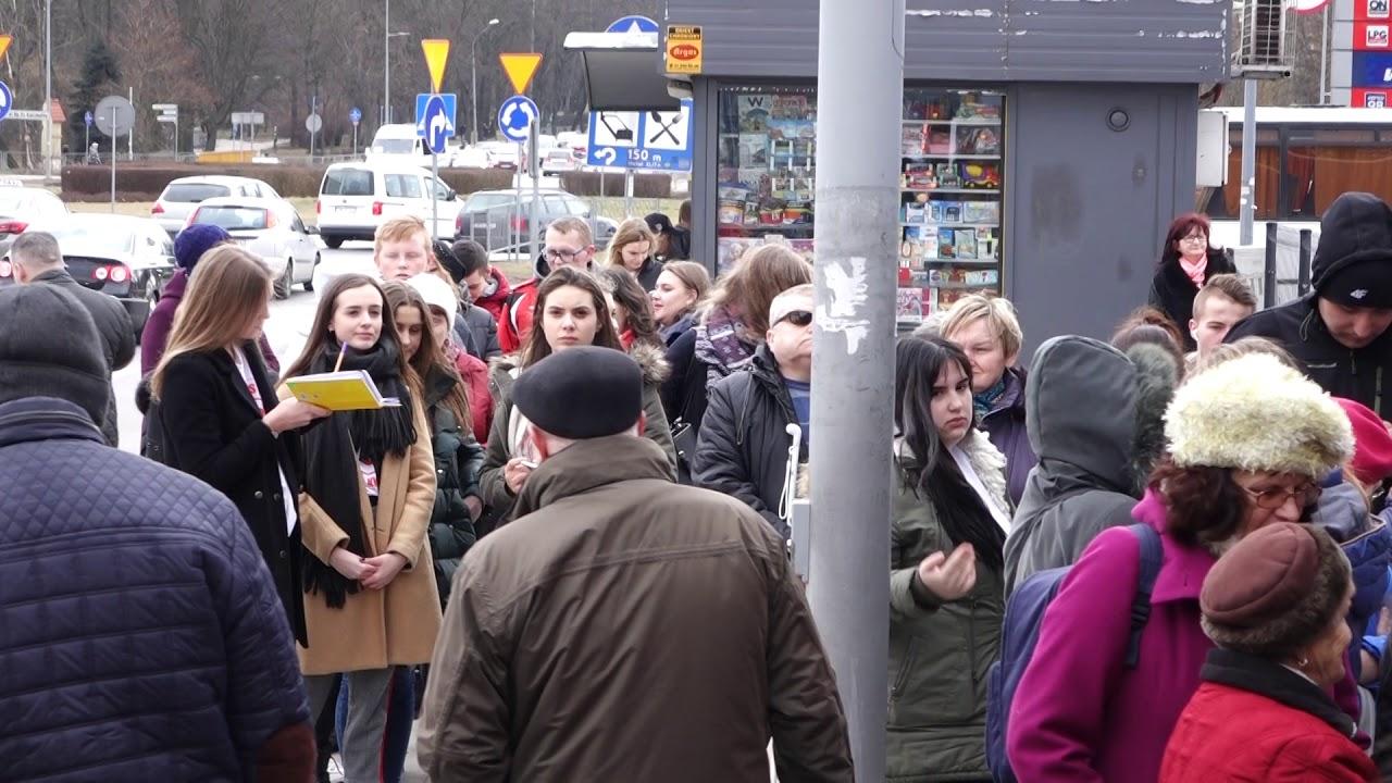 Kolejka po darmową pizzę. Pizza Hut w Kielcach nakarmiła 500 osób 13.03.2018
