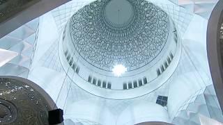 イラン、テヘラン郊外になるエマーム・ホメイニー廟内部の様子