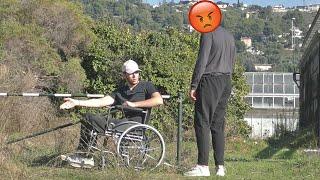 Il n'a aucune pitié pour les handicapé..