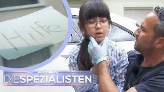 """Hilfe""-Schild im Auto: Antonia (6) im Auto eingesperrt! | Franco Fabiano | Die Spezialisten | SAT.1"