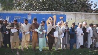 Afganistán vota en masa en sus ciudades a pesar de amenazas de los talibanes