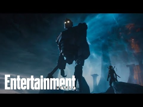 'Ready Player One' Author Ernest Cline Decodes The New Trailer | SDCC 2017 | Entertainment Weekly