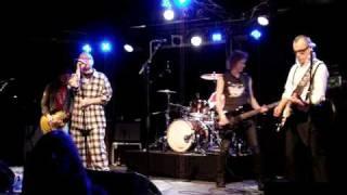 Loose Prick - Meitä potkitaan päähän - live Tampere 2009
