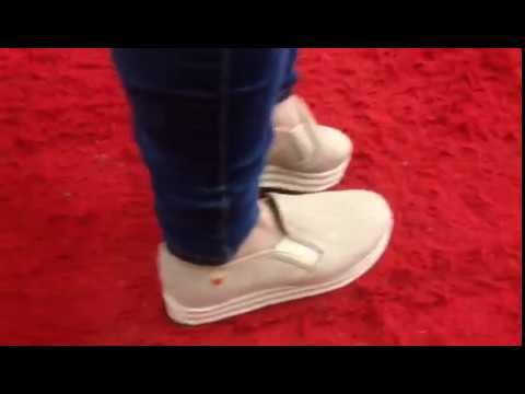 a8dfdc5fd8c Slip-on Feminino Bege Tenis Casual - La Faire - YouTube