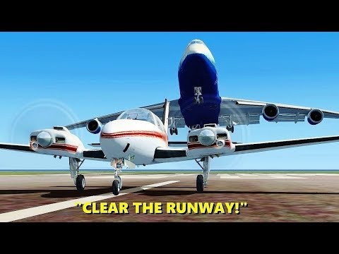 """CLEAR THE RUNWAY!"" 747 Pilots in Flight Simulator X (Multiplayer ATC)"