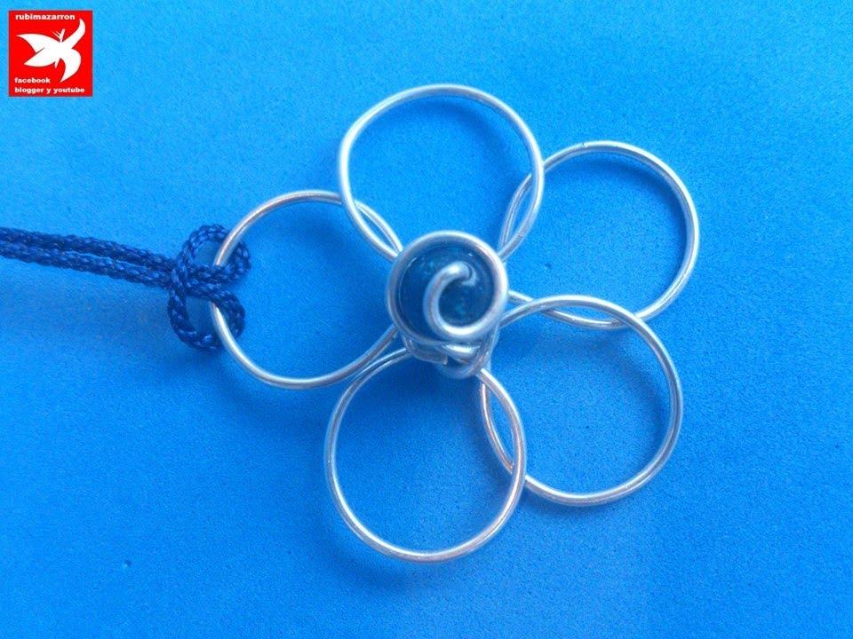f4b09cca5ea3 DIY: Como hacer flor de alambre (colgante de aluminio azul ) ).