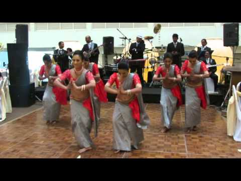 Srilankan Wedding Couple Surprise with dance  act by Shashilaa and her dance Troupe....