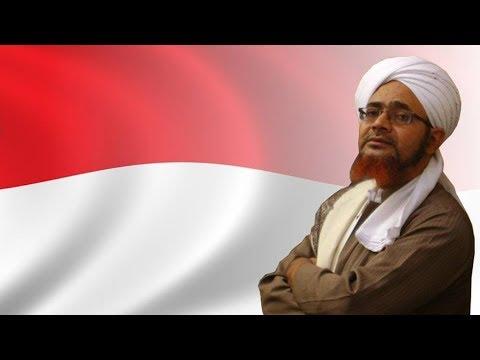 Momen Habib Umar bin Hafidz Berdiri Menghormati
