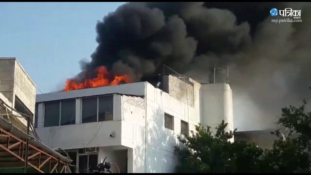 Exclusive Video | Fire on Hero Service Centre in Jabalpur
