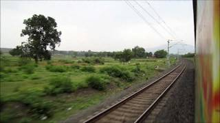 Howrah New Delhi Duronto Express Skips Parasnath Station at 85 kmph and Accelerates to 120 kmph!