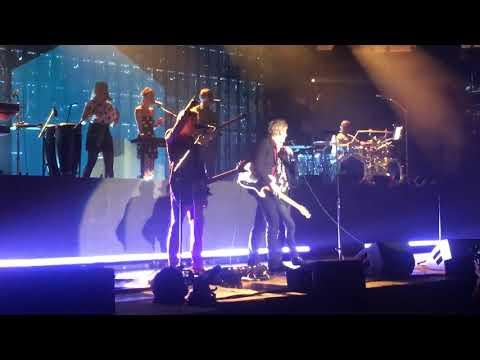 Beck w/ Britt Daniel - Dear Life / I turn my camera on (Spoon Cover) 7/19/18 @ Madison Square Garden
